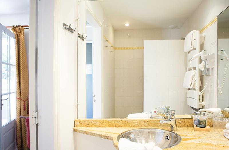 chambre-double-103-douche-italienne-domaine-de-cabasse - Domaine de ...