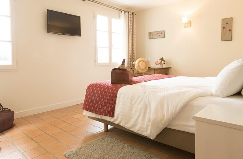 chambre-double-208-lit-king-size-domaine-de-cabasse - Domaine de Cabasse