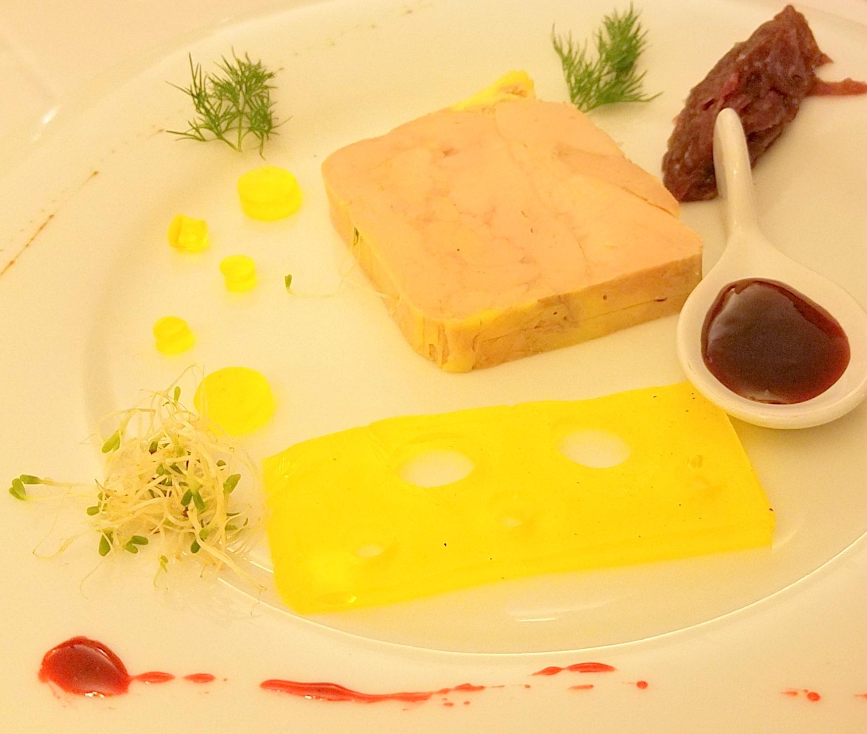 Foie Gras Mi-Cuit, Miroir Muscat Beaumes de Venise, Confiture d'Oignons et Confiture de Vin Rouge