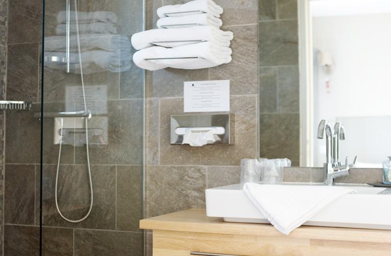 chambre-double-101-avec-douche-italienne-domaine-de-cabasse ...