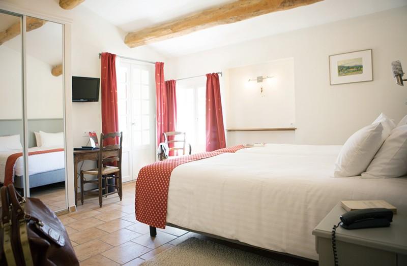 chambre-double-111-lit-king-size-domaine-de-cabasse ...