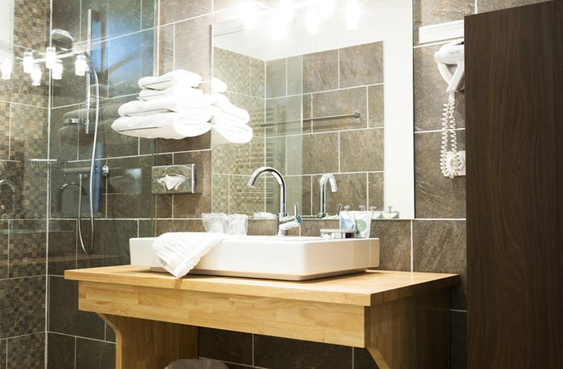 chambre-double-209-avec-douche-italienne-domaine-de-cabasse ...