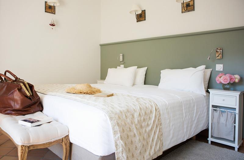 chambre-double-210-lit-king-size-domaine-de-cabasse ...