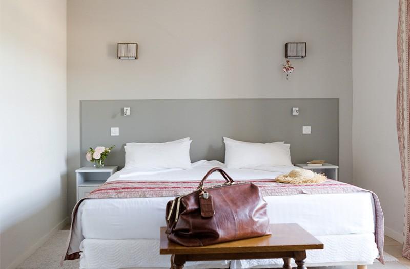 grande-chambre-108-lit-double-king-size-domaine-de-cabasse ...