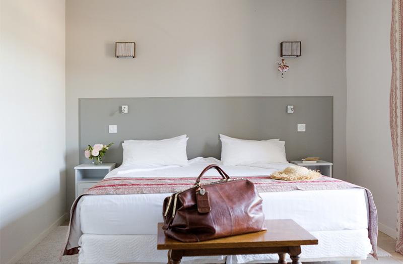 grande-chambre-108-lit-double-king-size-domaine-de-cabasse - Domaine ...