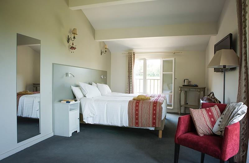 grande-chambre-double-201-lit-king-size-domaine-de-cabasse ...