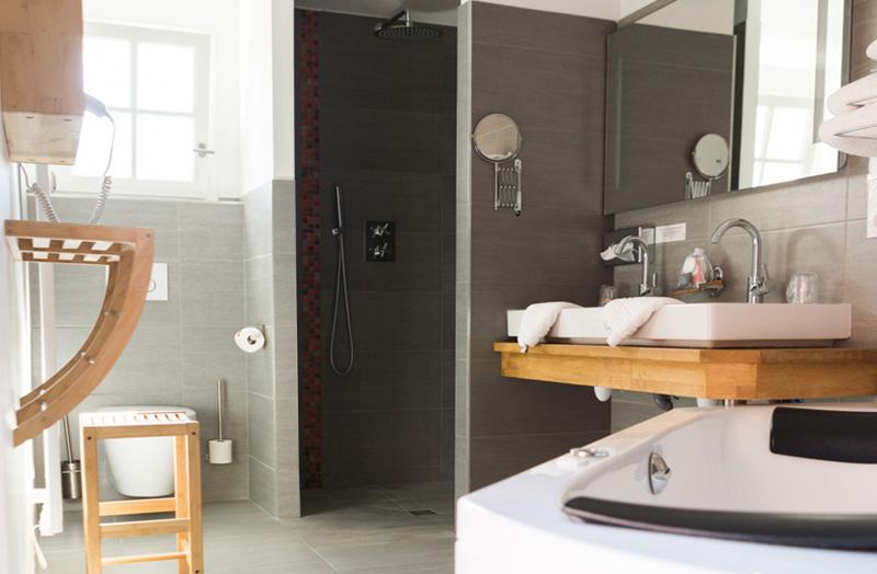 grande-chambre-double-211-douche-italienne-domaine-de ...